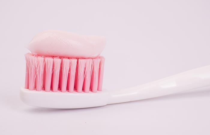 Modos de limpiar joyas en casa: una pasta de dientes fácil de limpiar en casa