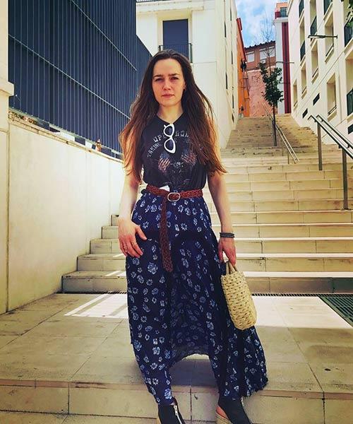 Como llevar una falda máxima - Falda maxi estampada azul con cinturón