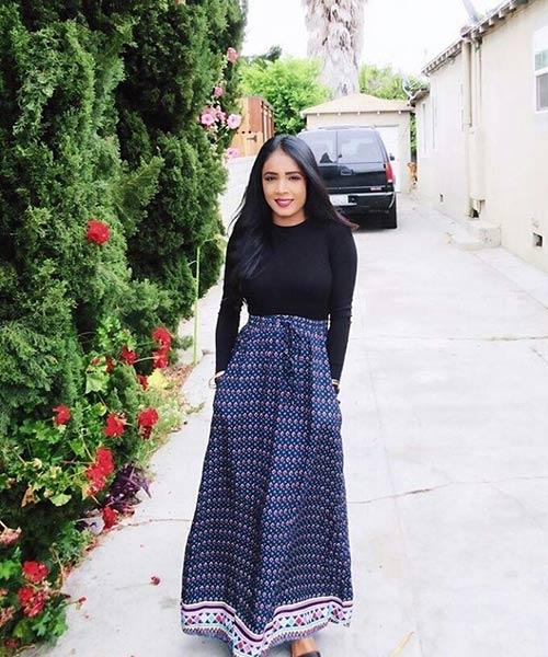 Como llevar una falda máxima - Falda maxi azul con una parte superior sencilla