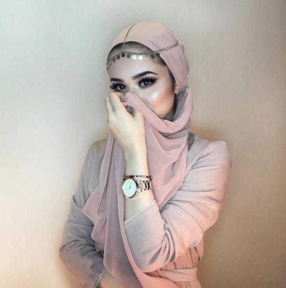 Plegar el hiyab con accesorios 1